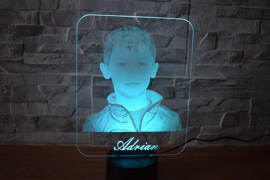 Portrait gravé sur verre acrylique