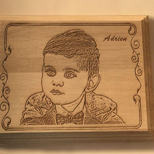 Portrait gravé sur bois en 3D