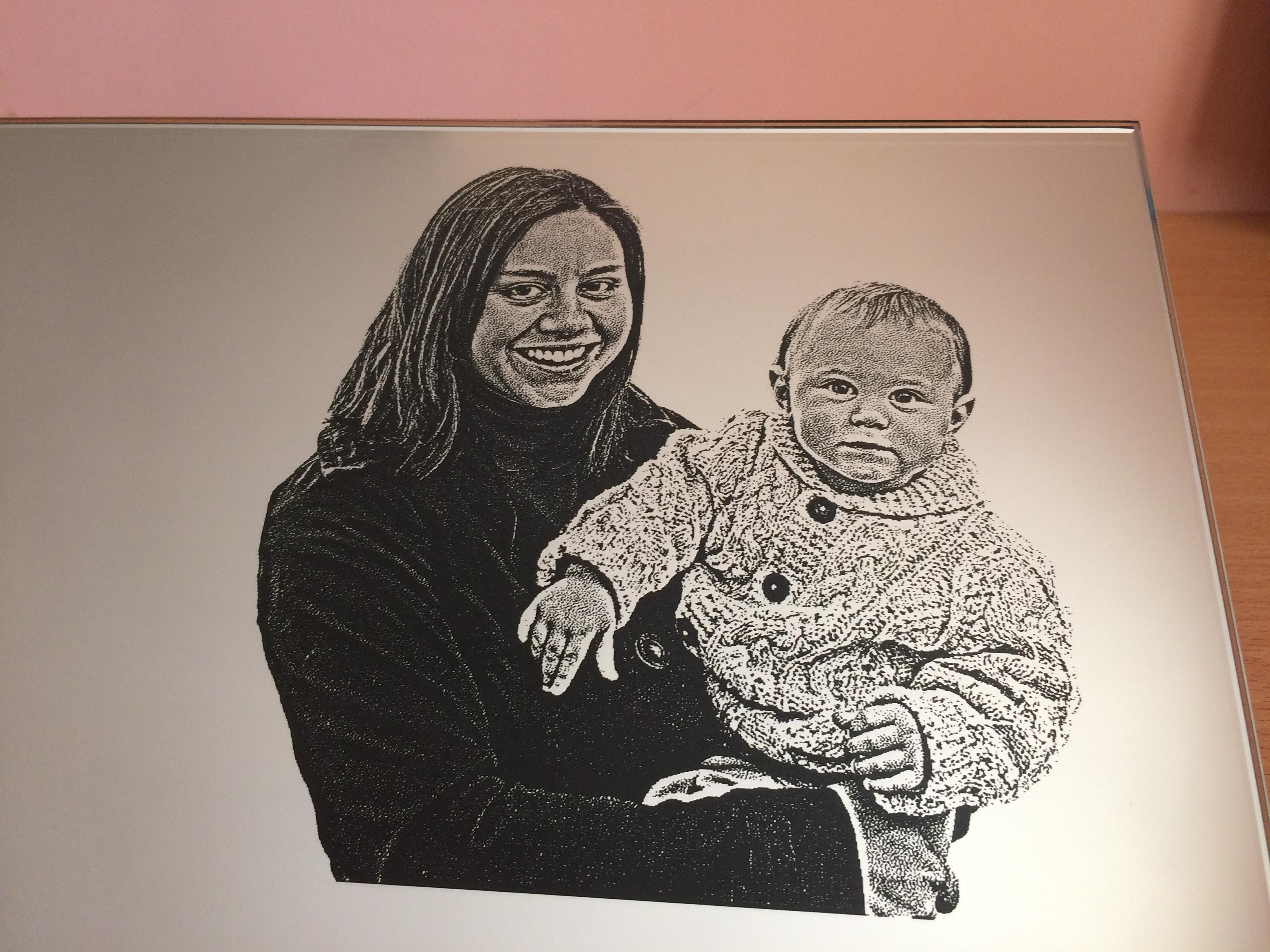 Gravure portrait sur miroir portrait personnalis cadeau for Gravure sur miroir
