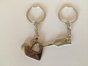 Porte-clé cœur et flèche