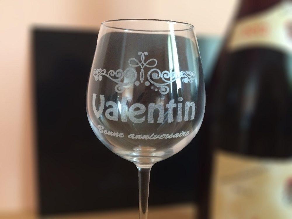 Verre à vin personnalisé. Verre gravé pour anniversaire et mariage