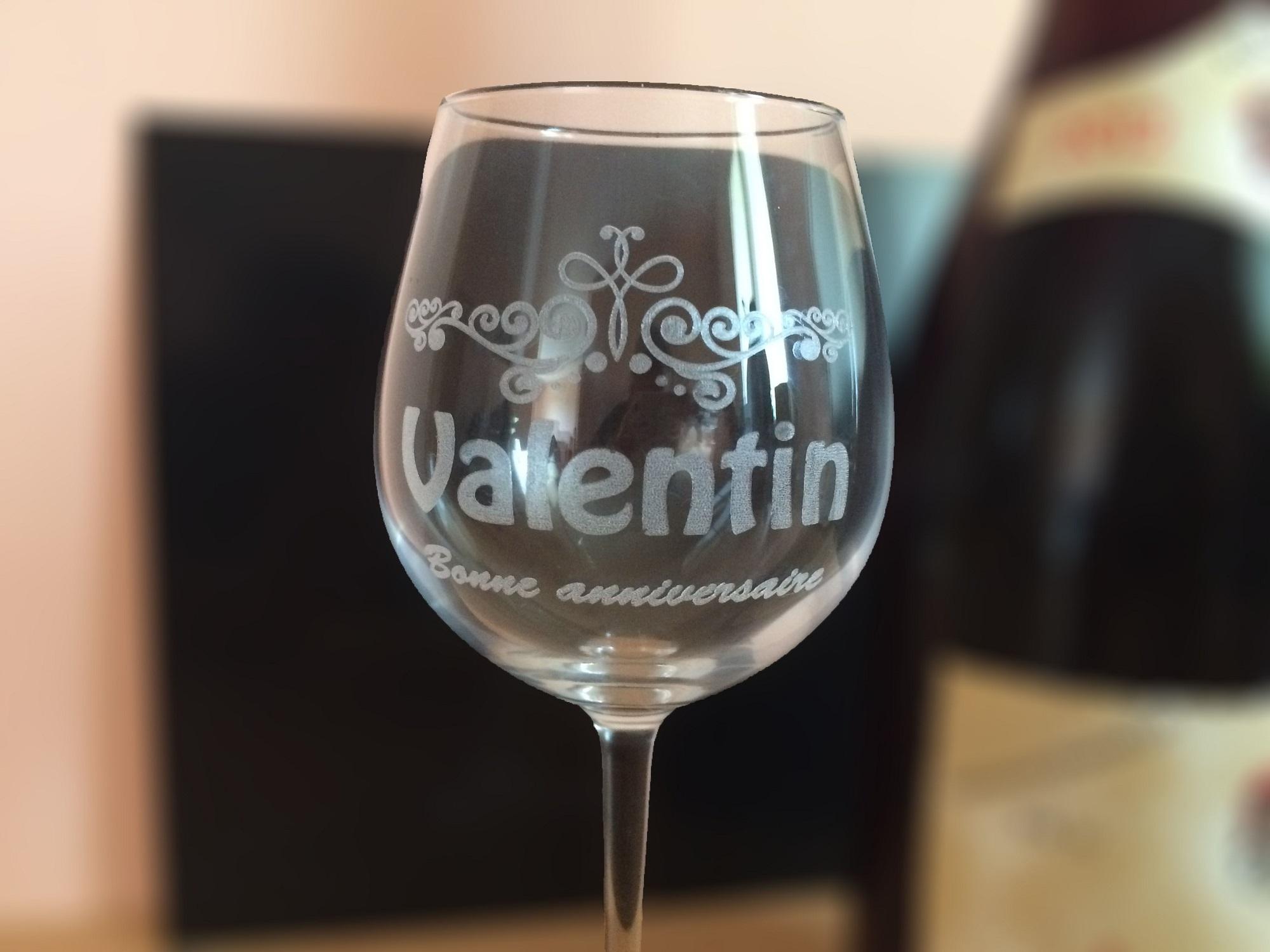 verre vin personnalis gravure sur verre cadeaux uniques prix attractif. Black Bedroom Furniture Sets. Home Design Ideas